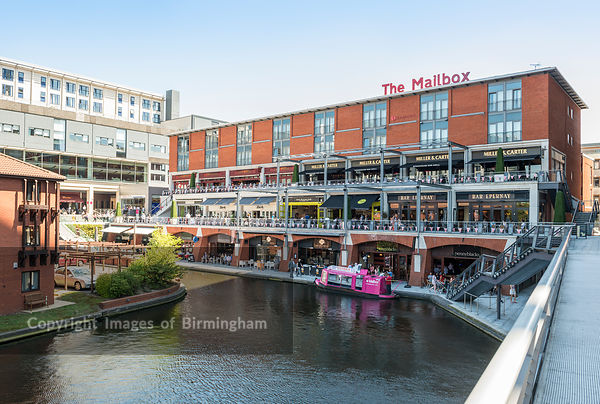 Bars and restaurants alongside the canals at The Mailbox, Birmingham