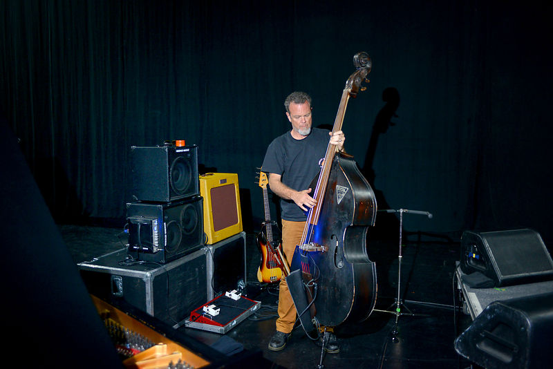 WN14096_Bassist_Kevin_Smith_Warming_Up_01_Preview