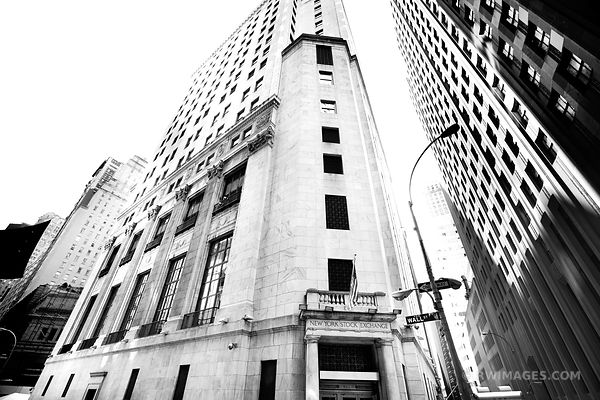 NEW YORK STOCK EXCHANGE WALL STREET MANHATTAN NEW YORK BLACK AND WHITE