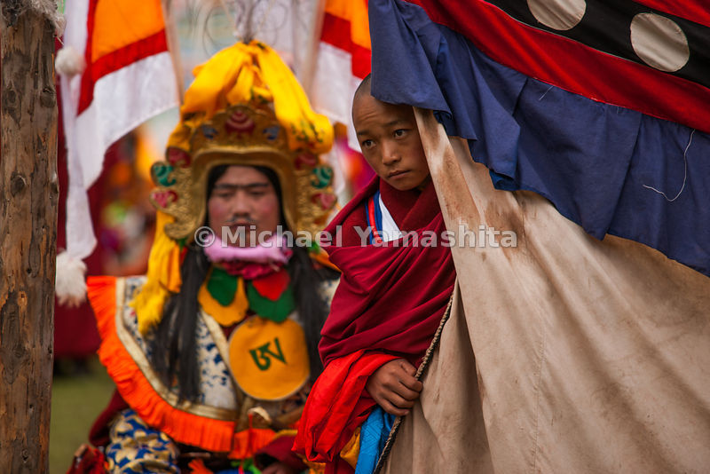 Chamadao, Shechen Monastery, Ling Gesar Festival, held for the first time. Ling Gesar is the father of Tibet, who united all the tribes. He was born nearby. Todays dancing depicts him winning a horse race and hence winning the throne
