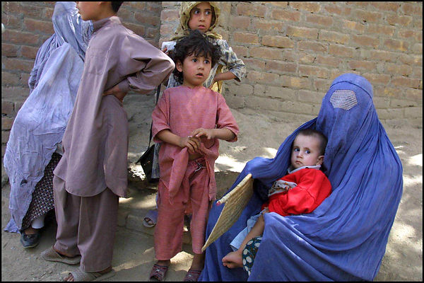 2001. Afghan refugees on the Pakistani border