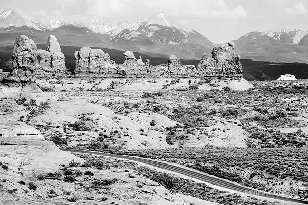ROAD THROUGH ARCHES NATIONAL PARK UTAH BLACK AND WHITE