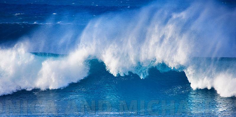 swell_breaking_wave_3