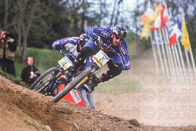 BRIAN LOPES LEADS CEDRIC GRACIA DUAL FINAL LES GETS, FRANCE. TISSOT MOUNTAIN BIKE WORLD CUP 2000