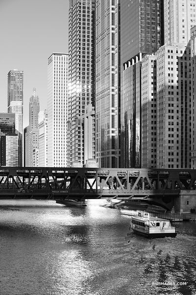 WELLS STREET BRIDGE CHICAGO RIVER CHICAGO ILLINOIS BLACK AND WHITE VERTICAL