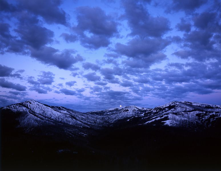 044-WL13022_Setting_Moon_Over_Yellowstone_Mountains_Preview