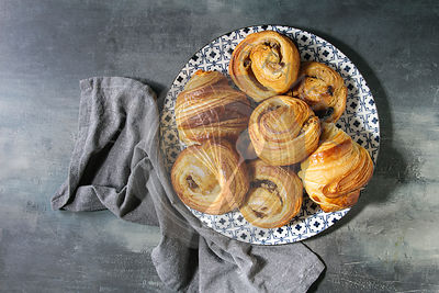 Puff pastry buns