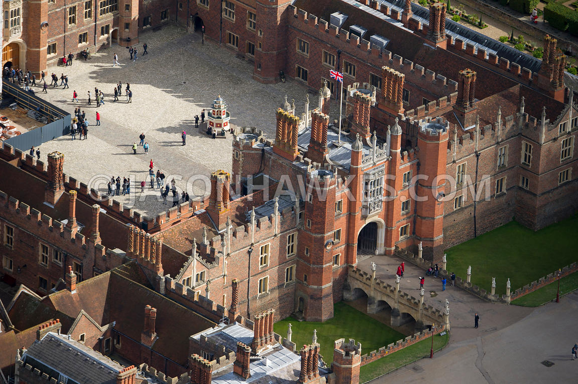 how to get from london to hampton court palace