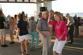 people_dancing_in_ocean_view.2