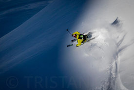 Light, Shadow and Enak Gavaggio Powder turn