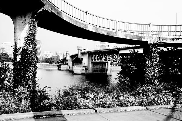EASTBANK ESPLANADE AND MORRISON BRIDGE PORTLAND OREGON BLACK AND WHITE