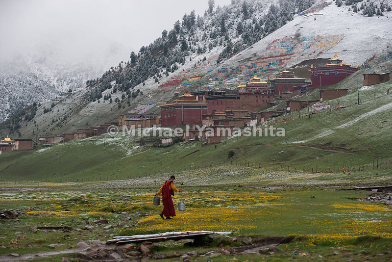 Shechen Monastery, one of most famous Nyingma pa (red sect) in Kham. 400 year history. Master of the monastery was the teacher of Dalai Lama. Pengyla is todays director. Pics of monastery in snow