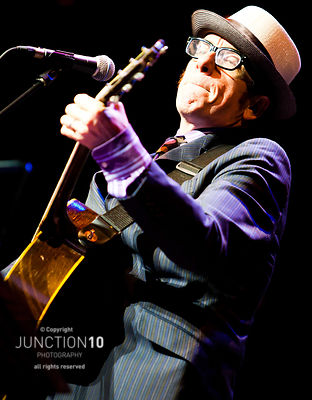 100-4210 Elvis Costello