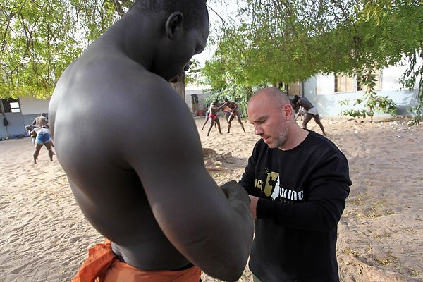 The Ndakaru wrestling school in Dakar. Fabrice Allouche, former world champion in kickboxing and Thai boxing, leads wrestlers technical type.
