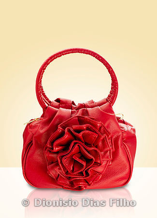 Female purse in format of an rose