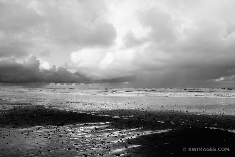 PACIFIC OCEAN WAVES BEACH OLYMPIC NATIONAL PARK WASHINGTON PACIFIC NORTHWEST BLACK AND WHITE