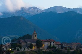 Bellver de Cerdanya at dusk, with the Cadí Mountain Range in the background. To cross it represents one of the most challenging parts of the route