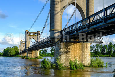 FRANCE, VALLEE DE LA LOIRE, PONT DE LANGEAIS // France, Loire Valley, Bridge Of Langeais