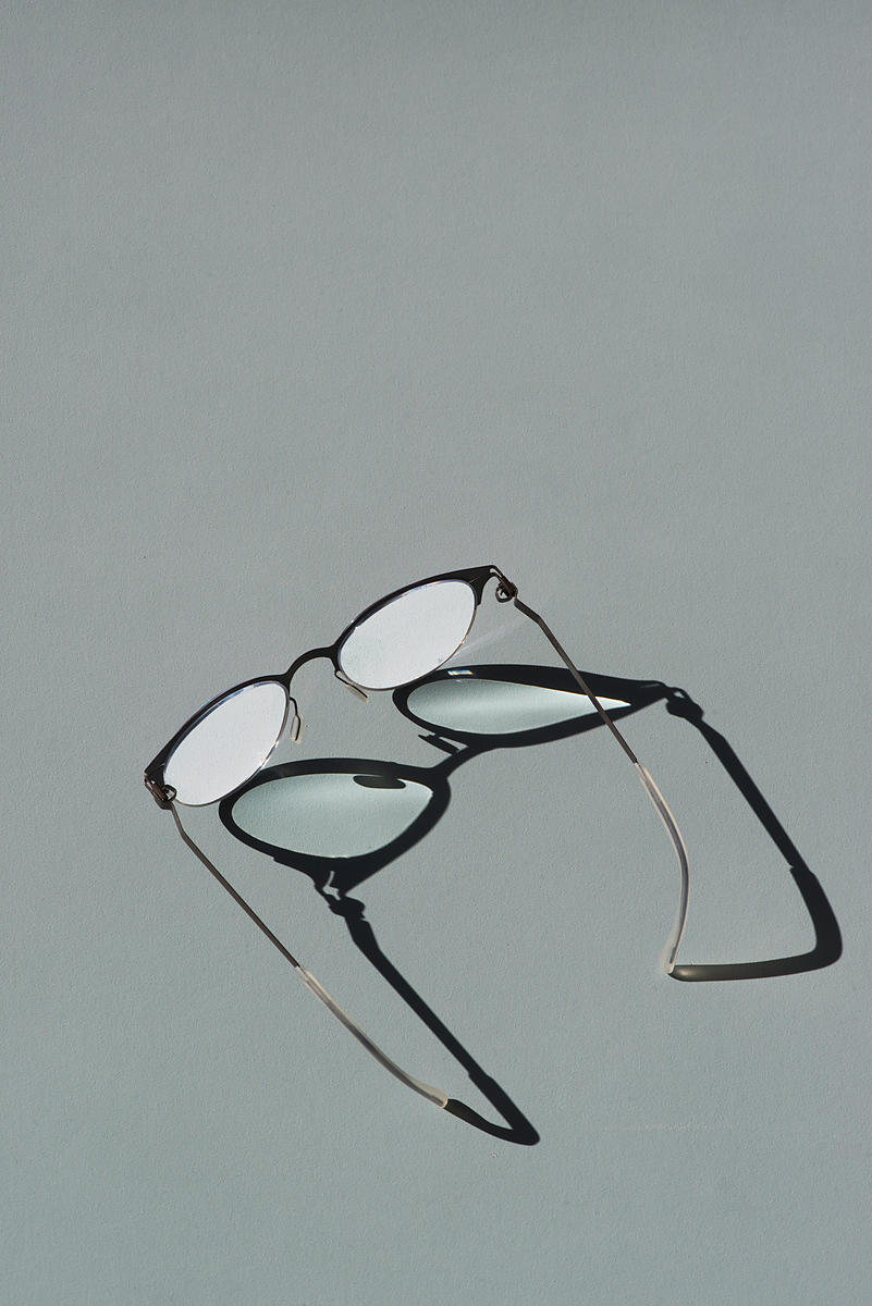 ACutting_glasses_shadow_9960