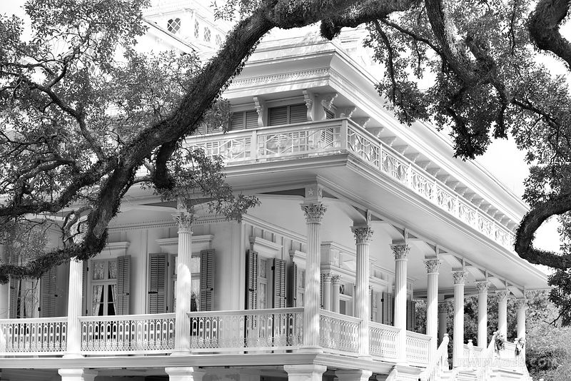 SAN FRANCISCO PLANTATION HOUSE LOUISIANA BLACK AND WHITE