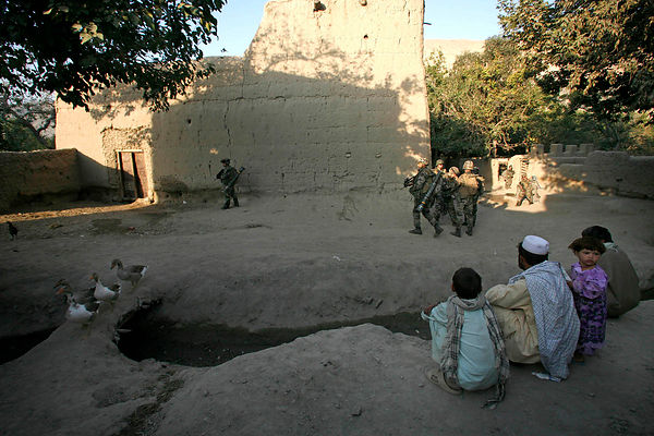2008. Reconnaissance mission in the village of Nawroz Khel Tagab Valley, kapisa province with the 8th RPIMA.