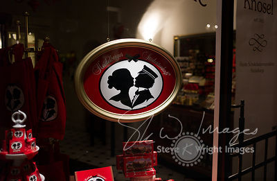 The 'Heidelberger Studentenkuss' chocolatier's window, at night - Heidelberg, Germany