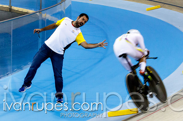 A coach encouraging Fernando Gaviria (Colombia) at Men's Omnium Individual Pursuit, Track Day 1, Toronto 2015 Pan Am Games, Milton Pan Am/Parapan Am Velodrome, Milton, On; July 16, 2015