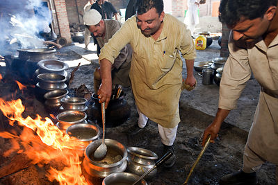 India - Srinagar - Khan Mohammed Sharief Waza, a traditional Kashmiri chef (centre) cooks at a Wazwan feast