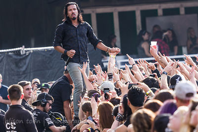 Leigh Kakaty crowdwalking, Pop Evil