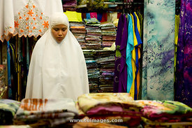 A muslim woman is praying during work