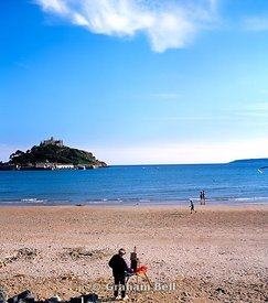 artist on beach at marazion with st michaels mount in the distance penzance cornwall south west england