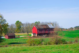 Old_red_barn_and_shed_in_Ohio