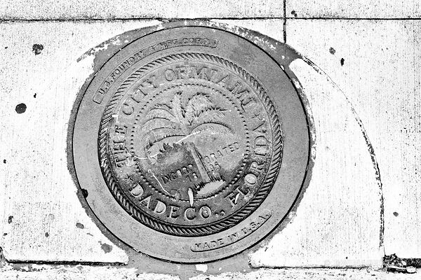 CITY OF MIAMI DADE COUNTY IRON SEWER HATCH COVER BLACK AND WHITE