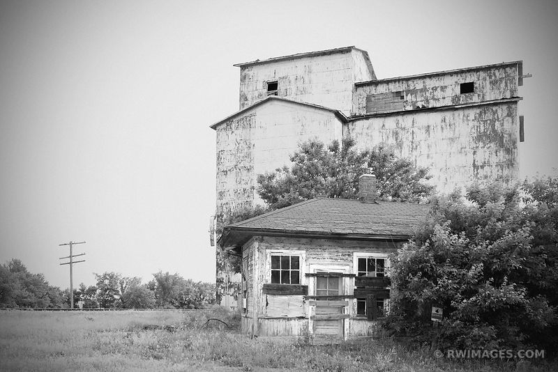 OLD GRAIN ELEVATOR CHENOA ILLINOIS BLACK AND WHITE