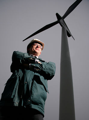 Professor Bill Leithead at Black Law Wind Farm near Shotts, Scotland..19.12.08.Pic shows: ..PLEASE CREDIT PHOTOGRAPHER.Pics copyright: Iain McLean.79 Earlspark Avenue.Glasgow.G43 2HE.07901 604 365.