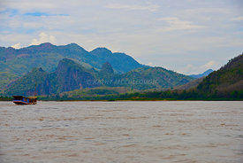 Mountains_on_the_Mekong