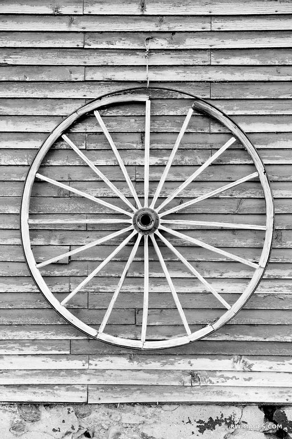 VINTAGE WOODEN WAGON WHEEL ON A WEATHERED BARN WALL VERMONT BLACK AND WHITE
