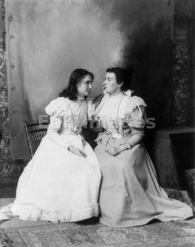 Hellen Keller and her teacher Annie Sullivan