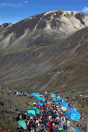 Pilgrims nearing end of pilgrimage trail, Qoyllur Riti festival
