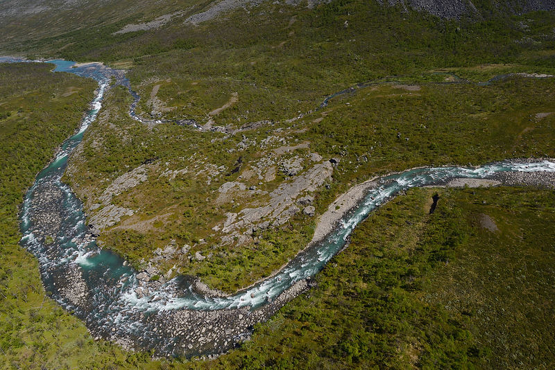 Aerial view of Vietasatno River near its source, Stora Sjofallet National Park, Greater Laponia Rewilding Area, Lapland, Norrbotten, Sweden, June 2013.