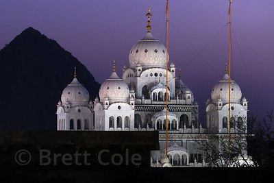 Night view of Gurudwara Singh Sabha Sikh temple, Pushkar, Rajasthan, India. In the distant left is the mountaintop Savitiri temple.