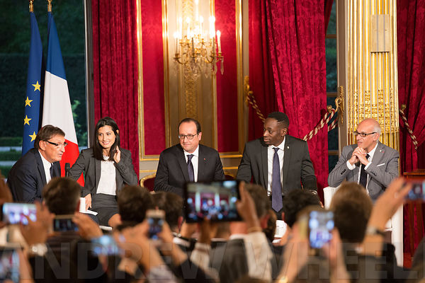 Signature of the Official Report of the association Nos Quartiers ont des Talents at the Elysée Palace in the presence of Francois Hollande to comemorate their 10th birthday photos
