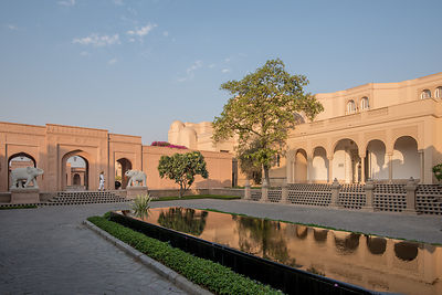 Motor_Court_-_The_Oberoi_Amarvilas_Agra_(1)_v1_current