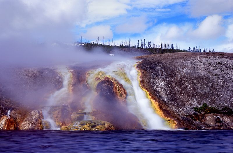 037-WL13016_Geyser_Along_Yellowstone_River_Preview