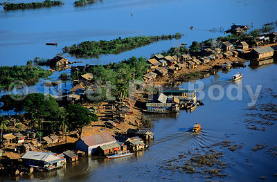 VILLAGE DE CHONG KNEAS SUR LE TONLE SAP, CAMBODGE//VILLAGE OF CHONG KNEAS ON TONLE SAP, CAMBODIA