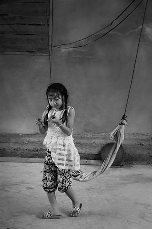 The little girl and the Hammock