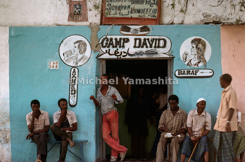The name on a popular bar bears witness to Somalia's tendency to swim against the tide. Although a member of the Arab League, she emends Egypt, who was suspended from the league in 1979 for signing the Camp David accords with Israel.