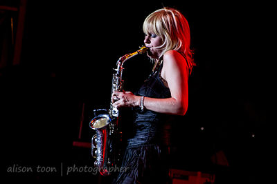 Mindi Abair playing with Dave Koz and Friends, Citrus Heights, 2013