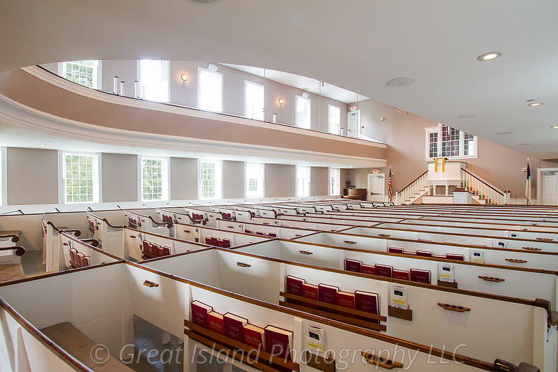 025_New_England_Curved_Pews