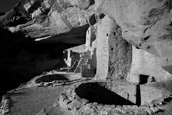 CLIFF DWELLINGS RUINS CLIFF PALACE MESA VERDE NATIONAL PARK COLORADO HORIZONTAL BLACK AND WHITE